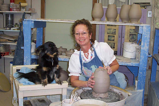 A Smoky Mountain Pottery Shop.  One of the best pottery stores in Gatlinburg.  Handmade Gatlinburg pottery and a great Smoky Mountain pottery shop.  Best pottery shop in Gatlinburg