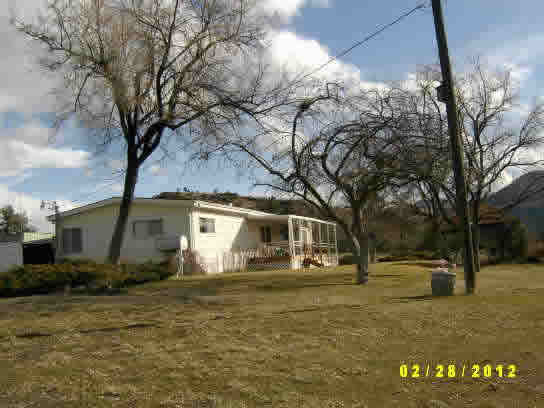 99289 - Small acreage on edge of town in Spray