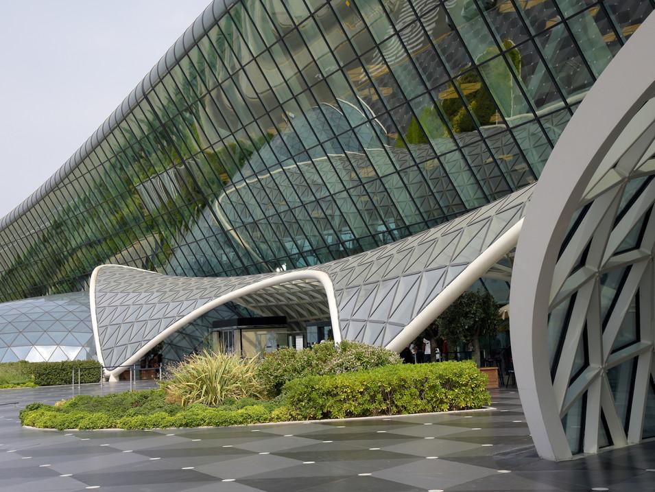 AR0008i Aliyev Airport Baku.jpg