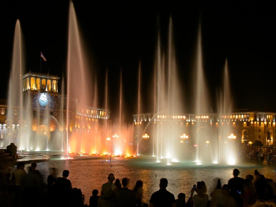 AR0009n Rathausplatz Jerewan.jpg