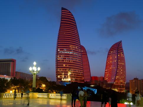 AR1404 Flame Towers Nacht.jpg