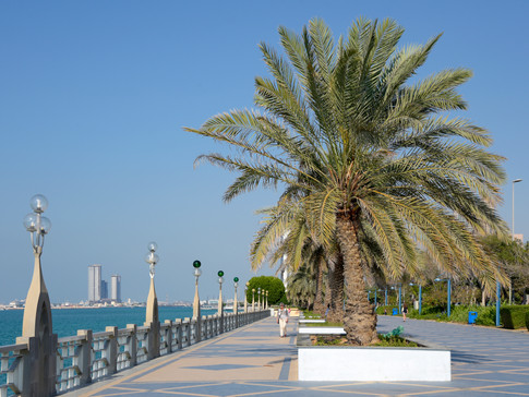 EM0008o Corniche Abu Dhabi.jpg