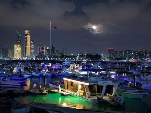 EM0009n Abu Dhabi Nacht.jpg