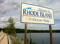 Pachaug_Trail_-__Welcome_to_Rhode_Island_sign__at_Beach_Pond,_Hope_Valley,_RI