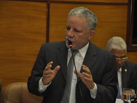 Gualberto diz que país vive momento deprimente na política