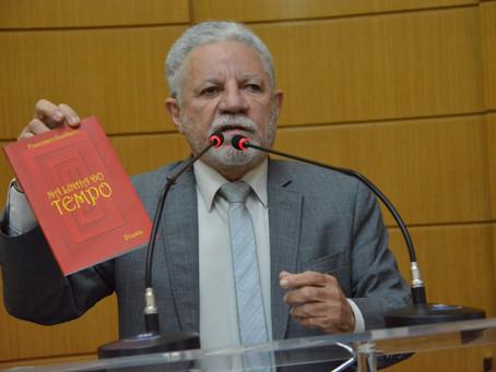 Francisco Gualberto lança livro de poemas