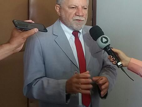 Deputado diz que Bolsonaro se comporta como galo de briga diante da pandemia