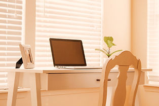 A table at home for online therapy in Missouri with a licensed online counselor in Missouri. St. Louis based Marble Wellness provides online counseling in Missouri for depression, anxiety, mothers, and more. Online therapy for women in Missouri is here for you!