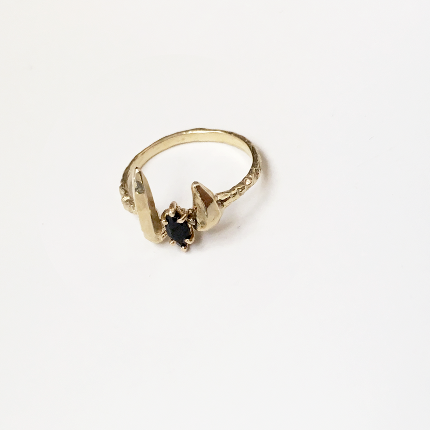 zincite cuff ring (onyx)