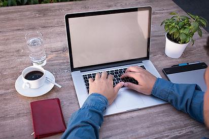 home-office-2452806_1920.jpg