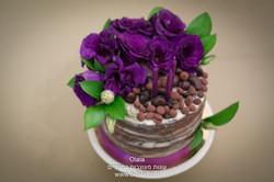 עוגת שוקולד עם פרחים טריים