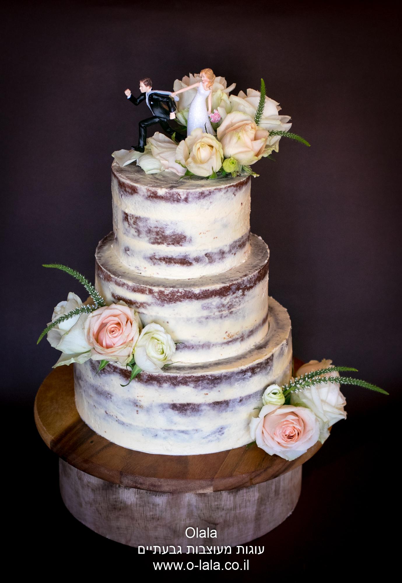 עוגת חתונה עם ורדים טריים