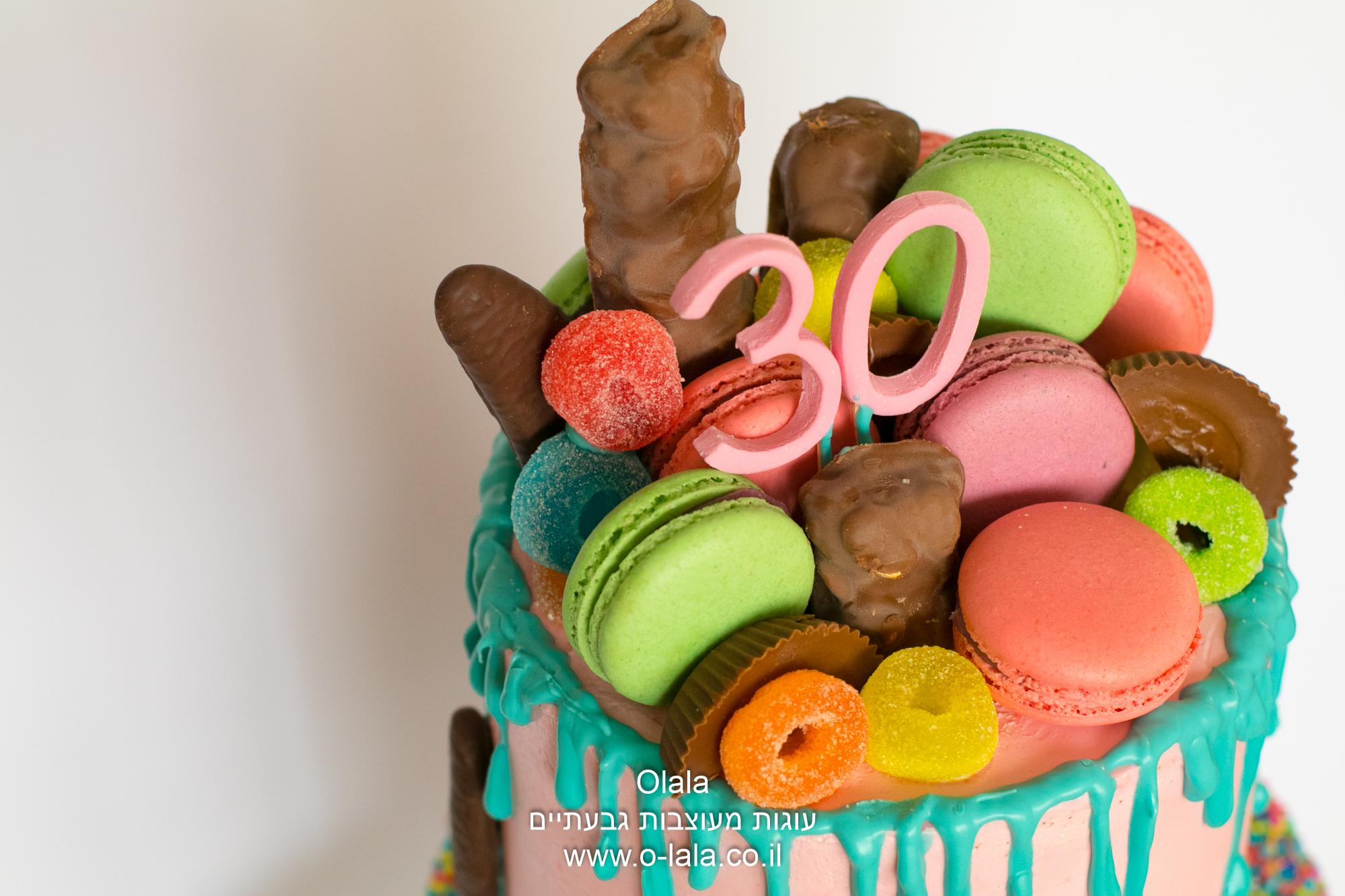 עוגת יום הולדת עם מקרונים, שוקולדים