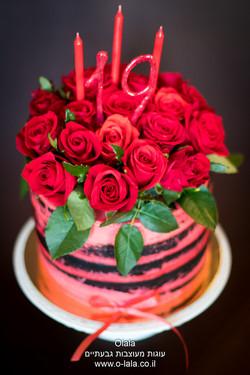 עוגת היער השחור עם ורדים טריים