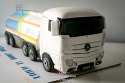 עוגת משאית דלק