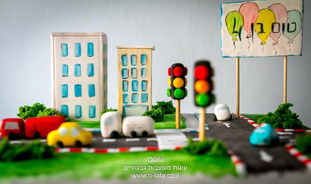 עוגת כביש עם מכוניות
