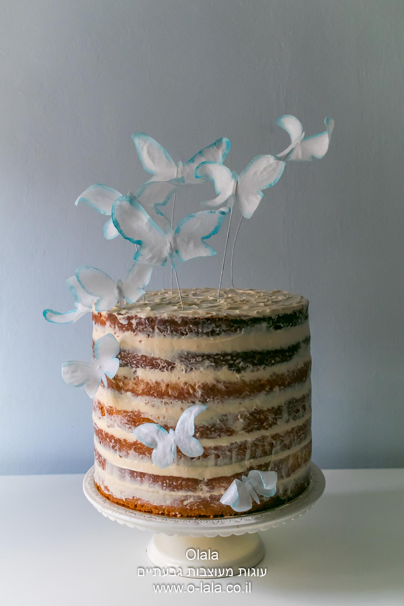 העוגה העירומה עם פרחים מנייר אכיל