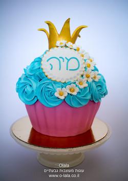 עוגת קייק סמאש עם פרחים וכתר