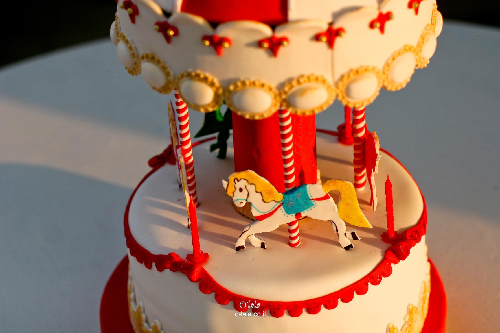עוגת קרוסלה מסתובבת