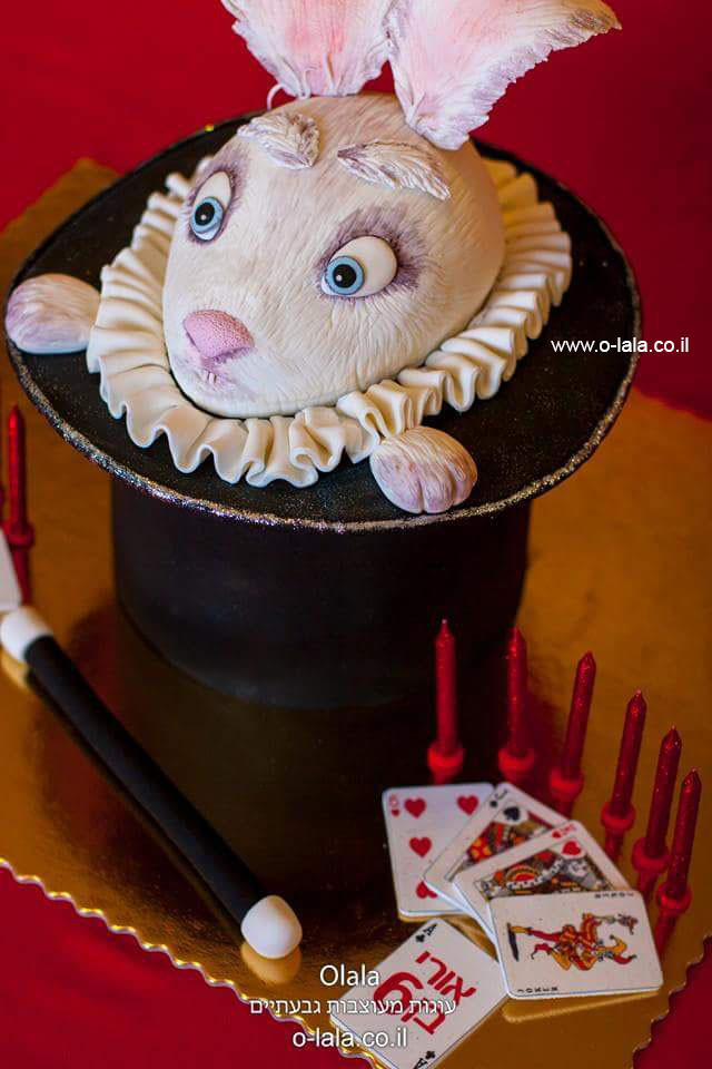 עוגת ארנב בתוך כובע הקוסם