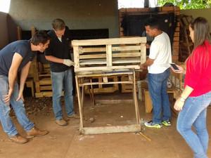 Montagem de bancos: Projeto Escola Verde