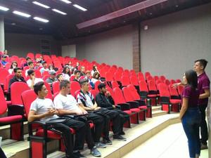 Grupo PET Engenharia Florestal recebe alunos das escolas estaduais de Dois Vizinhos na universidade