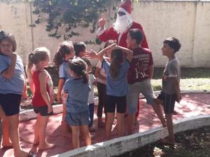 Ação de Natal para os alunos da Casa da Paz