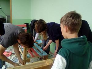 Projeto Escola Verde - Pintura dos Bancos de Pallets