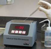 Como escolher solventes para análise de óleos e graxas em água