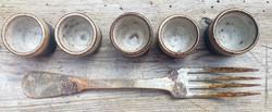fourchette et petites tasses