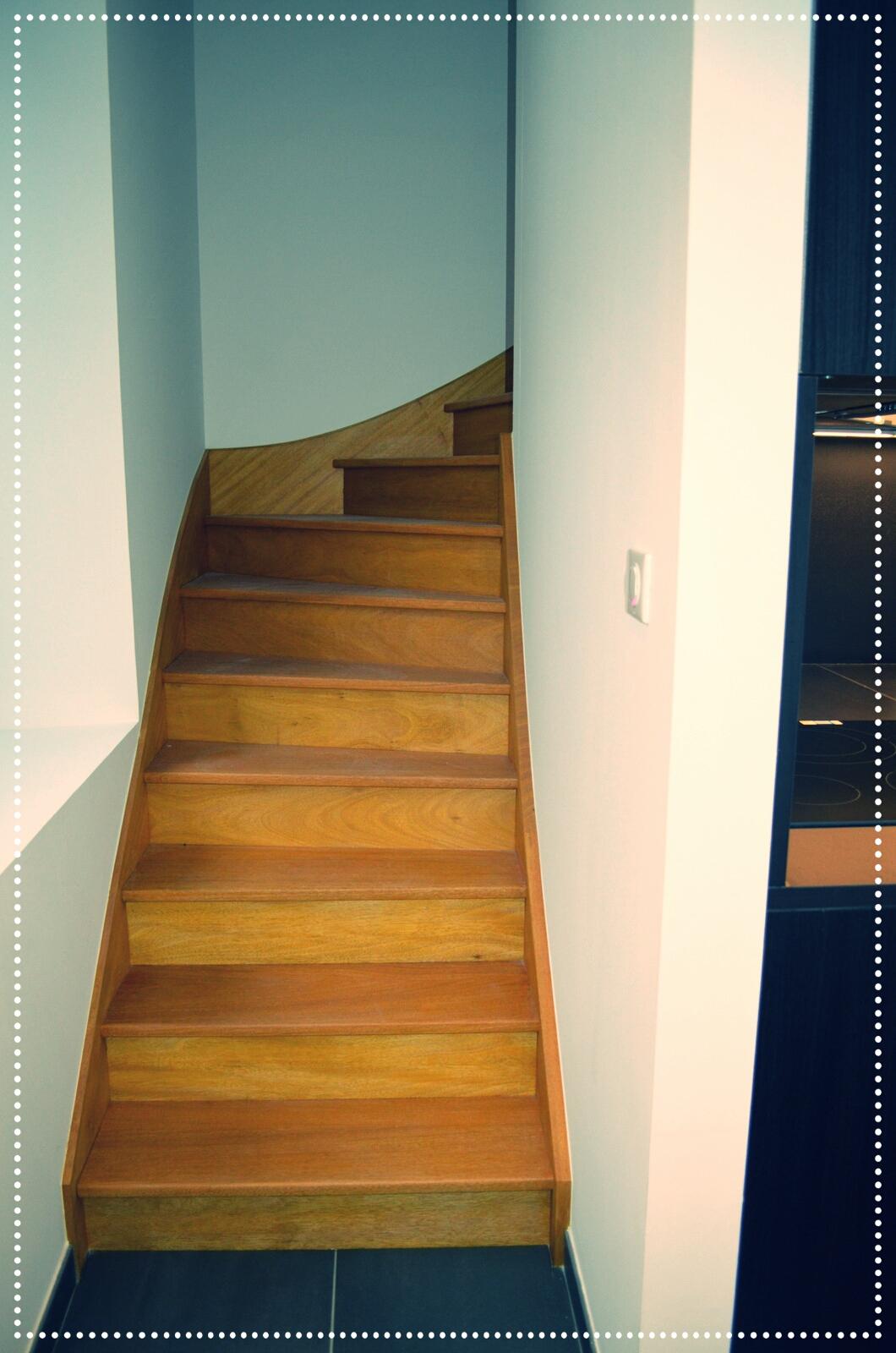 Escalier bois exotique.