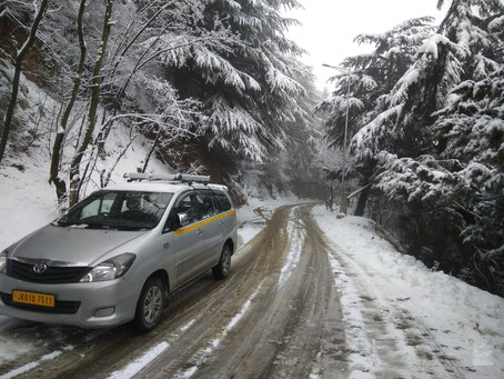 Why Hiring Taxis Are The Best Option For Traveling in Kashmir?