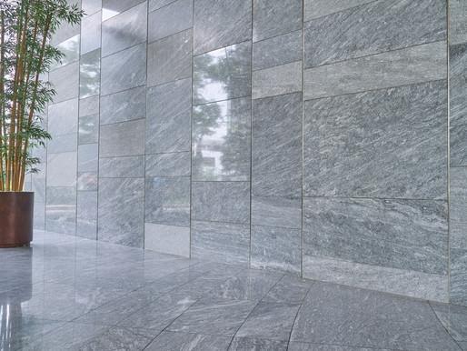 Keunggulan Batu Alam sebagai Material Wall Cladding