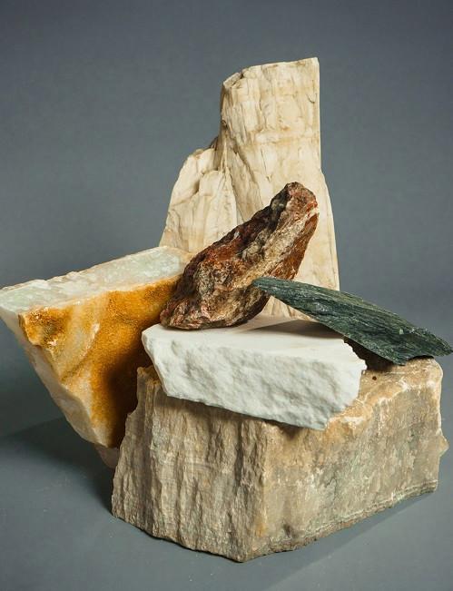 Batu alam dapat menjadi material pilihan untuk mendukung keindahan dan kemewahan rumah idaman.