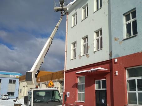 Odśnieżanie dachów - obowiązek właścicieli