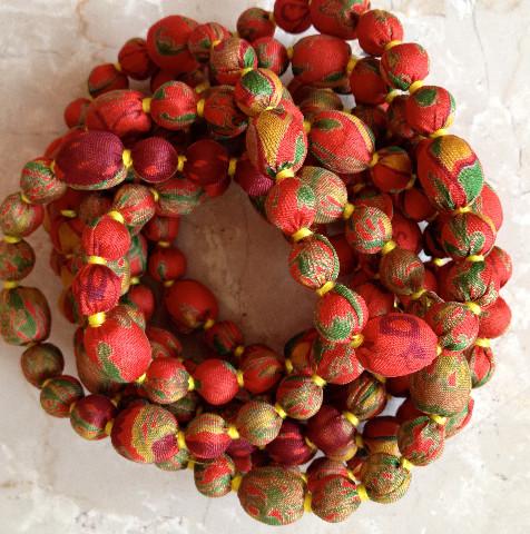 Collier avec perles de soie