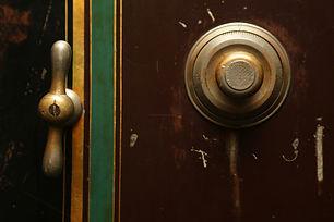 door-bell-498392_1920.jpg