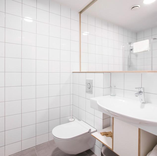 draugu-namai-new-bathroom.jpg