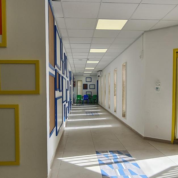 מסדרון צהוב