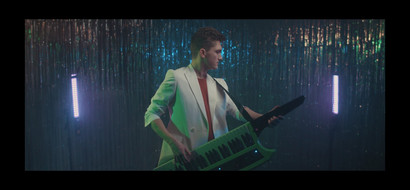 DAVE ON THE KEYTAR