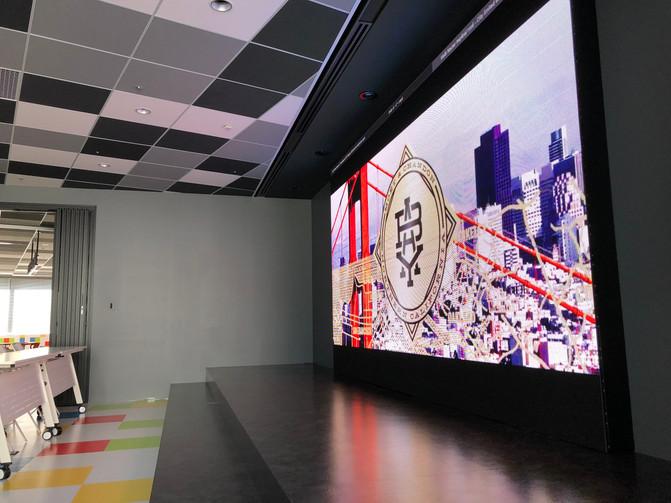 オフィスデザイン LEDビジョン導入事例
