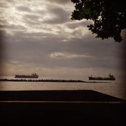 Instagram - En el horizonte, las naves y más allá...jpg
