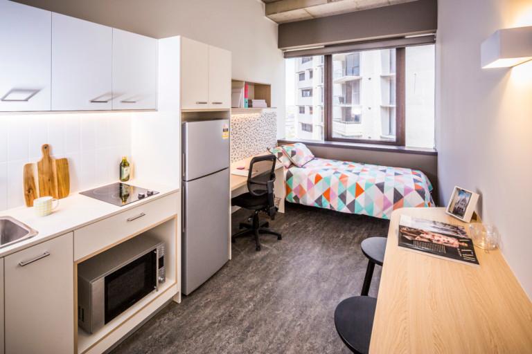 Phòng Single Room tại Khu ký túc xá tư nhân Student One ở Brisbane. Giá phòng tại đây dao động từ AUD $350/tuần.