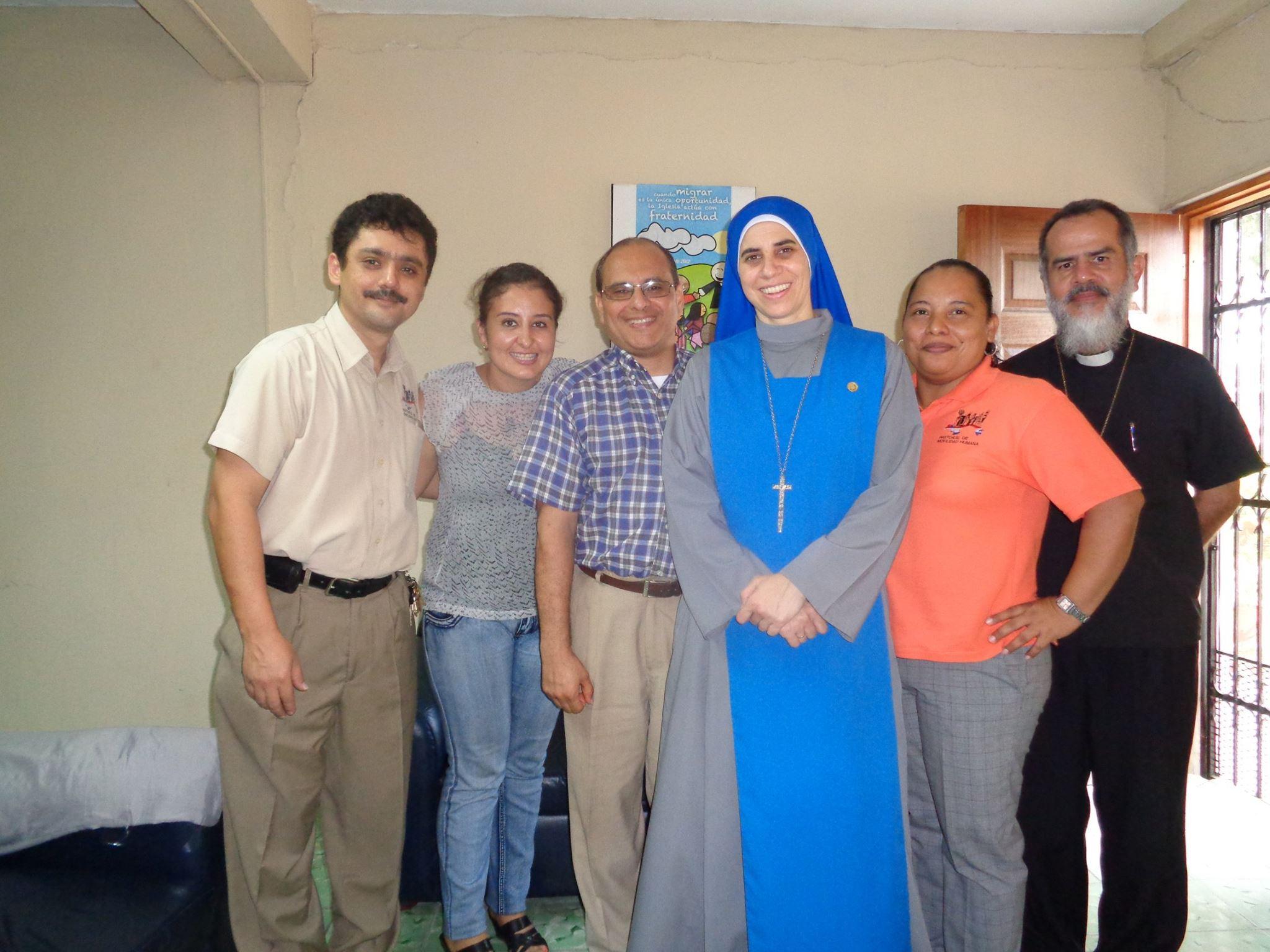Almuerzo en Hogar Luisa con la Hna. Guadalupe Rodrigo 8