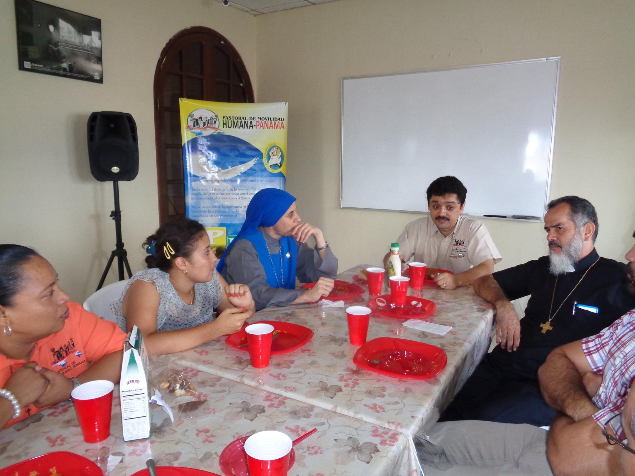 Almuerzo en Hogar Luisa con la Hna. Guadalupe Rodrigo 6