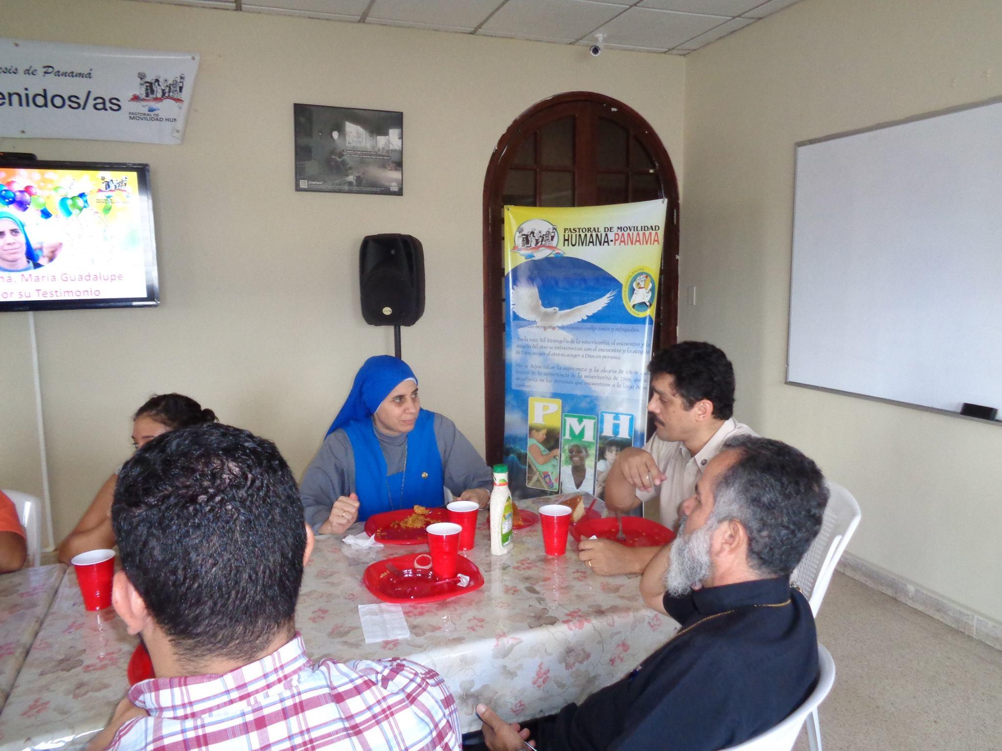 Almuerzo en Hogar Luisa con la Hna. Guadalupe Rodrigo 3