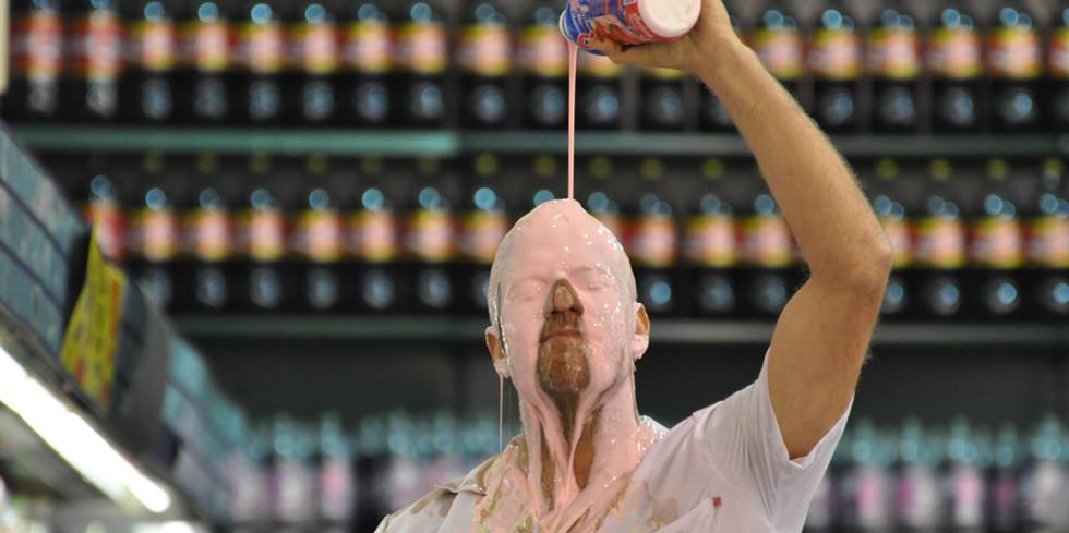 Eduardo Srur, Supermercado, 2014, vidéo, 7'49'', courtesy de l'artiste et de Fernando Huck, présentée à l'occasion de la création du spectacle H&G de Christian Ubl au Centre chorégraphique national La Briqueterie, 2018