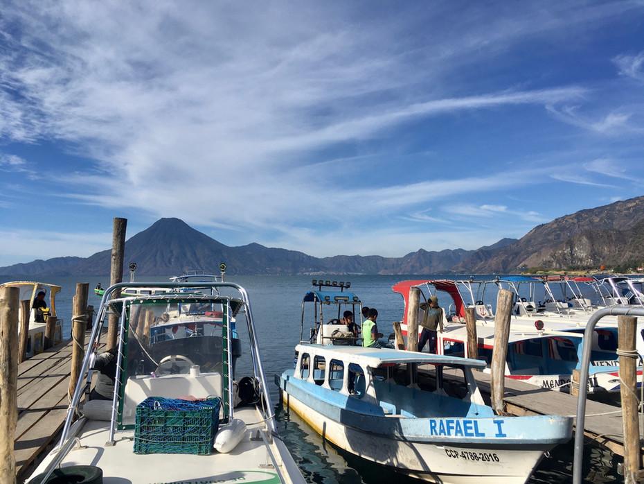 Embarcadère de Panajachel, au bord du lac Atitlan