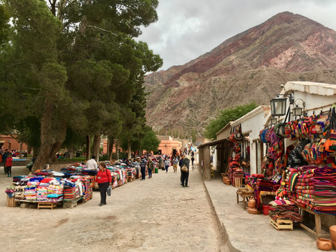 Purmamarca et son marché coloré, ça sent la Bolivie qui n'est qu'à quelques kilomètres