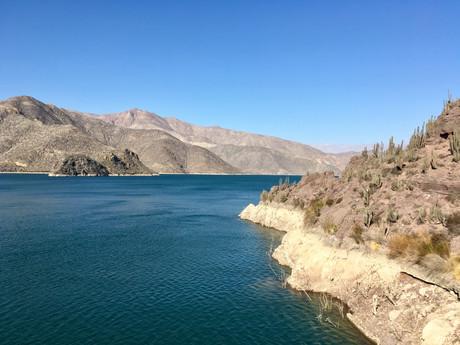 Sur le barrage, vue sur le lago Puclaro